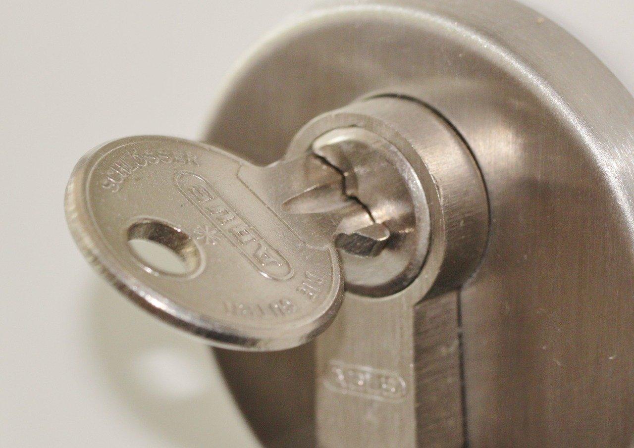 Смяна на патрон или брава – кога е наложително да предприемете тази стъпка?